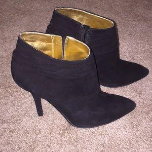 Nine West black pointed toe suede booties